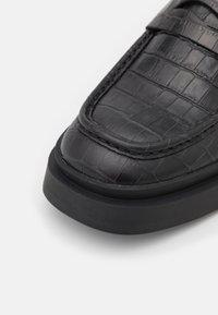 Vagabond - MIKE - Slip-ons - black - 4