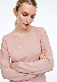 comma - MIT STRUKTURMUSTER - Sweatshirt - light pink - 3