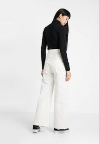 Weekday - WORKER - Flared Jeans - white - 2