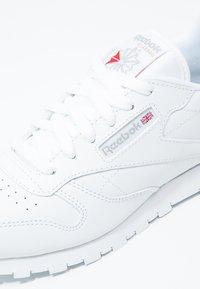 Reebok Classic - CLASSIC - Sneakersy niskie - white - 5