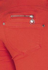 Freeman T. Porter - BELIXA NEW MAGIC COLOR - Denim shorts - fiesta - 2