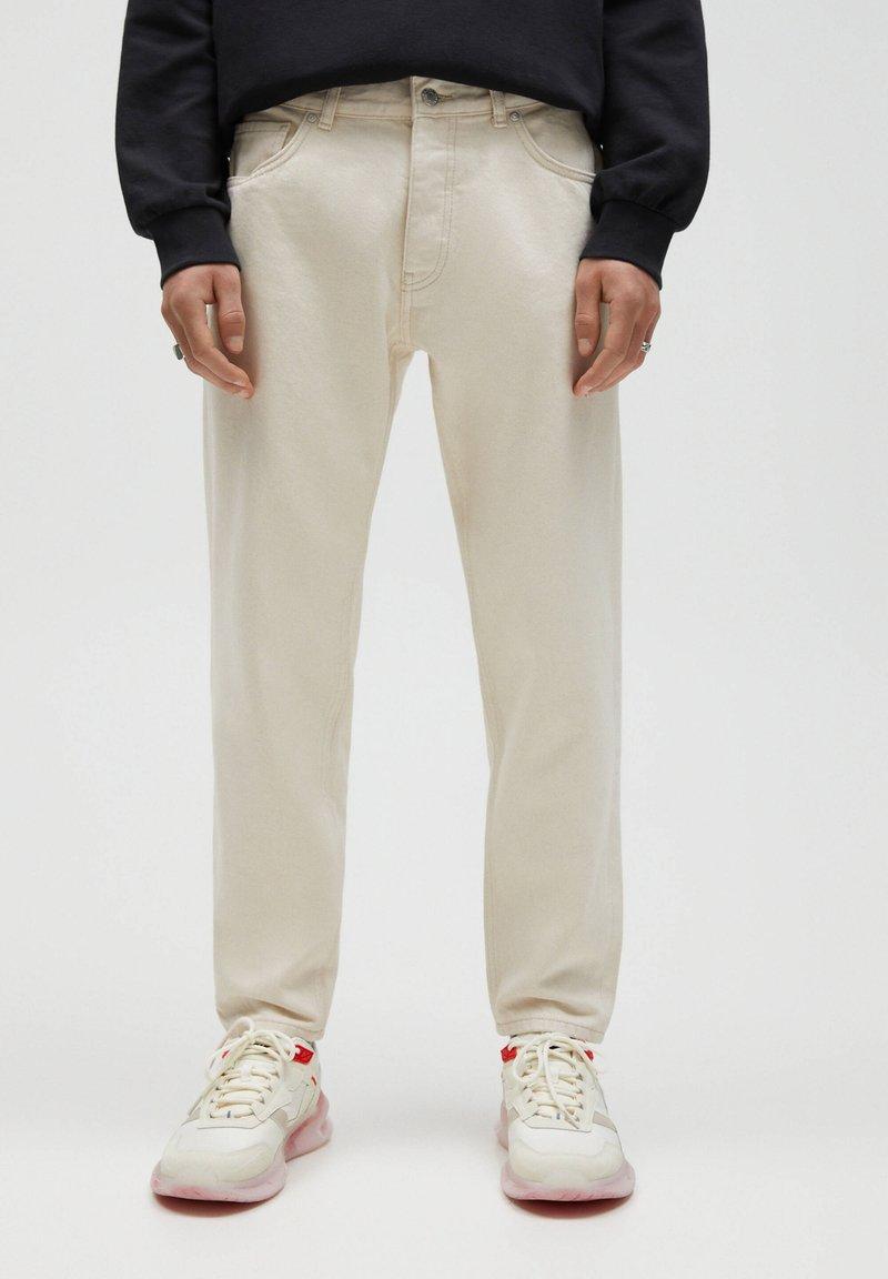 PULL&BEAR - STANDARD  - Straight leg jeans - beige