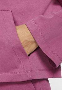 Nike Sportswear - MIT DURCHGEHENDEM REISSVERSCHLUSS - Felpa aperta - mulberry rose/villain red - 5