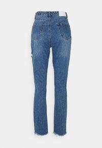 Missguided Petite - SLIM STRIAGHT THIGH SLASH - Jeans straight leg - blue - 1
