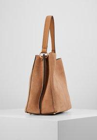 L.CREDI - EVELINA - Handbag - camel - 4