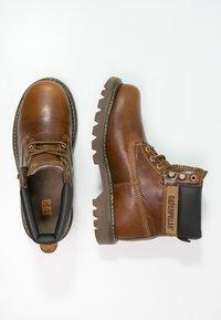 Cat Footwear - COLORADO - Šněrovací kotníkové boty - golden - 4