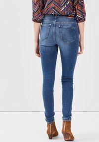 Cache Cache - MIT 5 TASCHEN - Jeans Skinny Fit - denim stone - 2