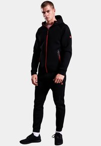 Superdry - GYM TECH STRETCH  - Training jacket - black - 1
