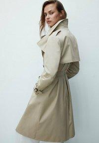 Massimo Dutti - Trenchcoat - beige - 1