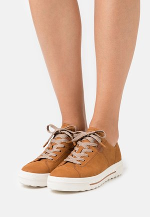 Sneakers laag - walnut