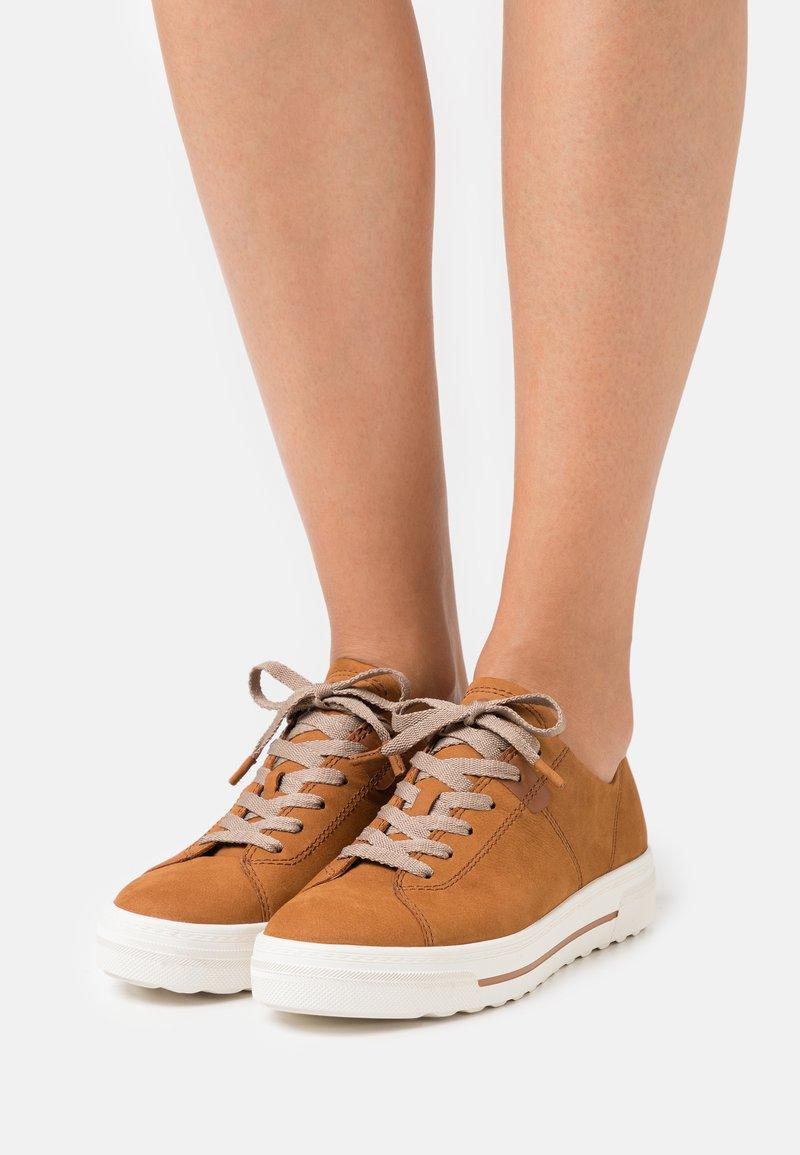 Tamaris GreenStep - Sneakers basse - walnut