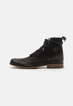 LACE UP BOOT - Botines con cordones - black