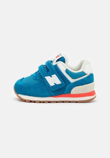 IV574HC2 - Trainers - blue