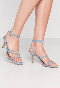 Who What Wear - EVERLY - Sandály na vysokém podpatku - sky blue - 0