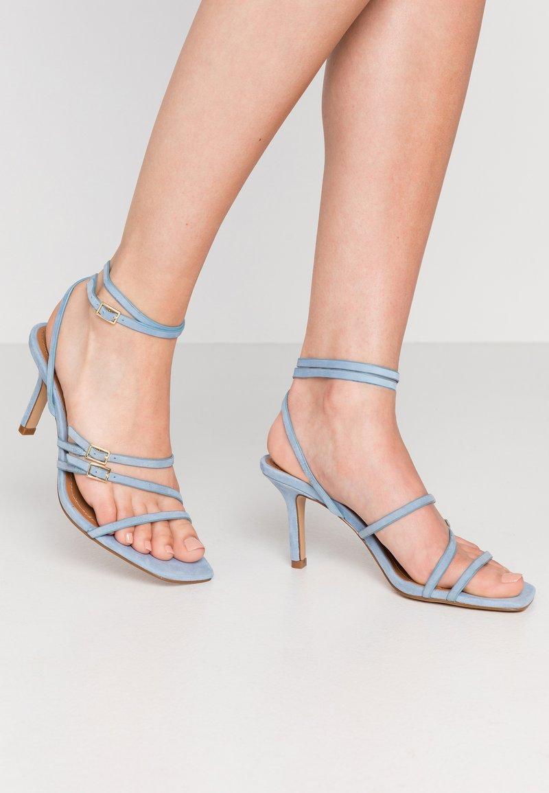 Who What Wear - EVERLY - Sandály na vysokém podpatku - sky blue