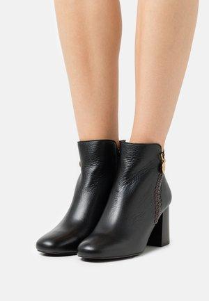 LOUISE - Kotníková obuv - black