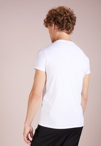 Emporio Armani - T-shirt basique - bianco ottico - 2