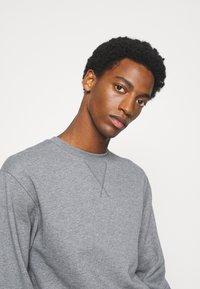 Selected Homme - SLHJASON CREW NECK - Sweatshirt - medium grey melange - 3