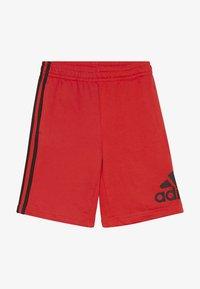 adidas Performance - YOUNG BOYS MUST HAVE SPORT 1/4 SHORTS - Pantalón corto de deporte - vivred/black - 2