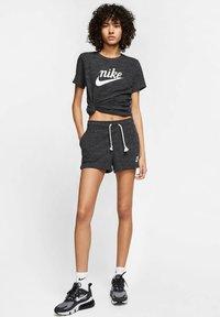 Nike Sportswear - GYM VINTAGE - Shorts - black - 1
