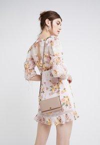 MICHAEL Michael Kors - MOTTPHONE CROSSBODY - Across body bag - soft pink - 1