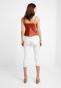 Esprit - MR SKINNY - Denim shorts - white - 2