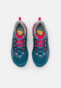 La Sportiva - BUSHIDO II WOMAN - Běžecké boty do terénu - black/red plum - 3