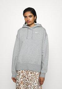 Nike Sportswear - HOODIE TREND - Felpa con cappuccio - dark grey heather/matte silver/white - 0
