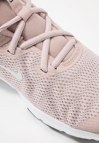 Nike Performance - LEGEND ESSENTIAL - Kuntoilukengät - stone mauve/white/barely rose - 5