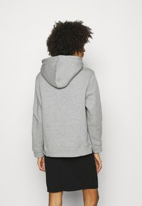 Tommy Hilfiger - REGULAR HOODIE - Sweatshirt - light grey heather - 2