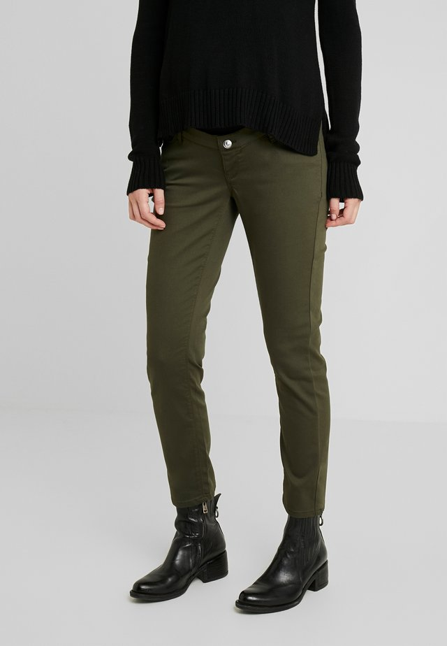 PANTS SLIM 7/8 - Trousers - khaki green