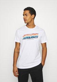 Jack & Jones - JORTYLER TEE CREW NECK  - Print T-shirt - white - 0