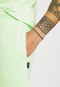 YOURTURN - UNISEX SET - Shorts - green - 7