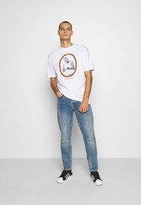 Chi Modu - PAC LA - Print T-shirt - white/orange - 1