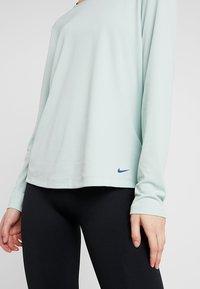 Nike Performance - DRY ELASTIKA - Funktionstrøjer - pistachio frost/mystic navy - 6