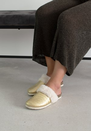 Slippers - gold