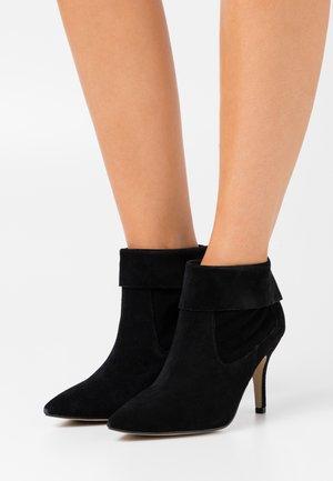 VREEZ - Ankle boots - black