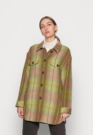 SHACKET - Pitkä takki - camel piselli