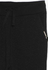 Guess - JUNIOR ACTIVE BOTTOM - Pantalones deportivos - jet black - 3