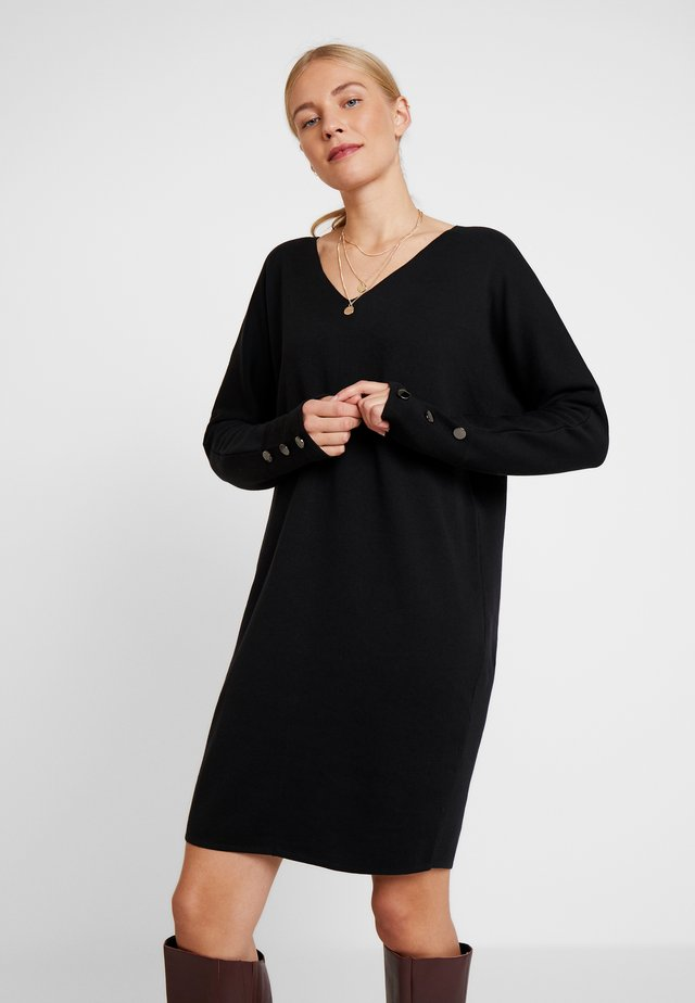 V NECK DRESS - Strikkjoler - black