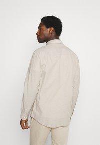 Selected Homme - SLHREGNEW SHIRT - Košile - crockery - 2