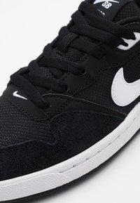 Nike SB - ALLEYOOP UNISEX - Trainers - black/white - 5