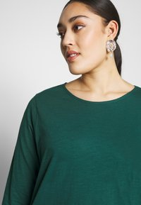 New Look Curves - SIDE BUTTON - Longsleeve - dark green - 3