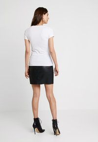 Guess - ICON TEE - T-shirts print - true white - 2