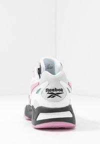 Reebok Classic - AZTREK 96 - Sneaker low - white/jasmine pink/green slate - 5