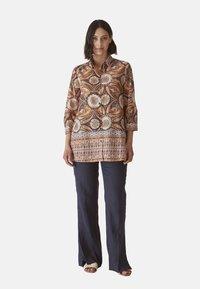 Elena Mirò - MIT ETHNO-DRUCK - Button-down blouse - arancione - 1