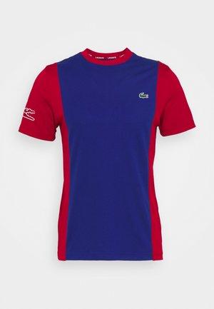 TENNIS BLOCK - T-shirt med print - cosmic/ladybird/white