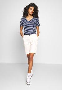 Superdry - ESSENTIAL VEE TEE - T-shirts - navy stripe - 1