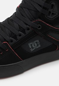 DC Shoes - PURE - Skate shoes - black/red/white - 5