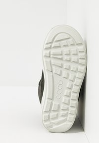 ECCO - URBAN SNOWBOARDER - Winter boots - deep forest/canary - 5